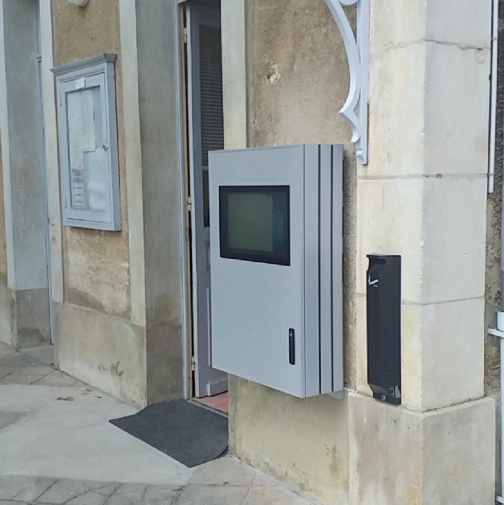 Borne cimetière à Auxerre